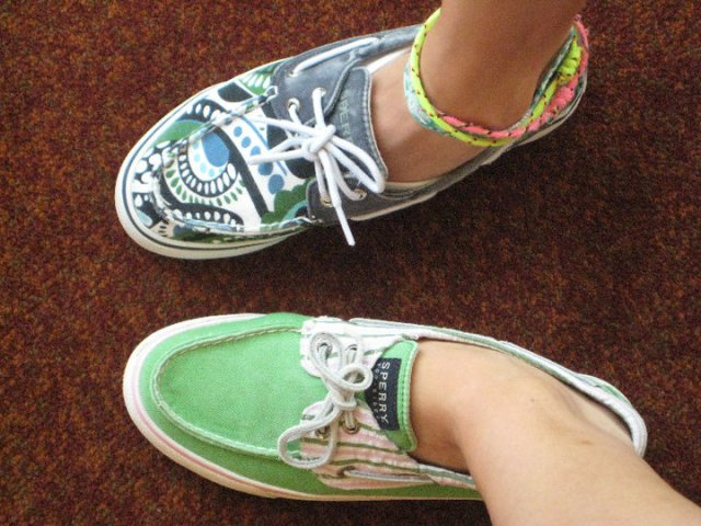 My dear friend Melissa and I sport our colorful Sperrys!  Tres cute, no?