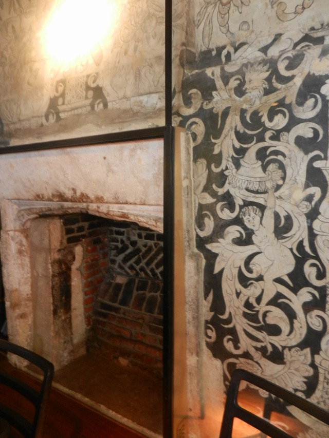 The original wall coverings and fireplace of Shakespeare's Oxford getaway.